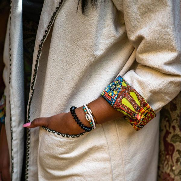 Kimono long en kiriya double de satin de soie coloree brode a la main