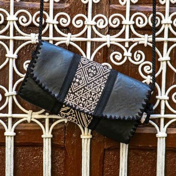 Sac plie en gros lin brode point de fez a la main double en similicuir noir et anse en fil de soie sabra