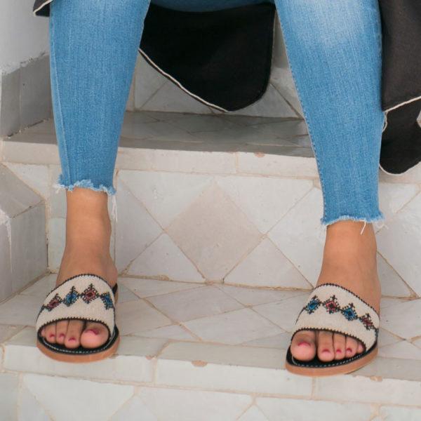Sandale bande en lin brode point de fez a la main
